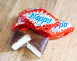 Nappo Zartbitter ausgepackt und aufgeschnitten