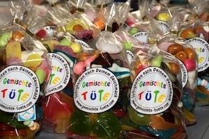 Viele frisch gepackte  gemischte Süßigkeitentüten